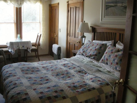 Room at the Shasta MountInn B&amp;B