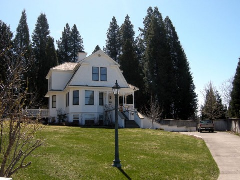 Shasta MountInn Bed and Breakfast - Gluten Free!